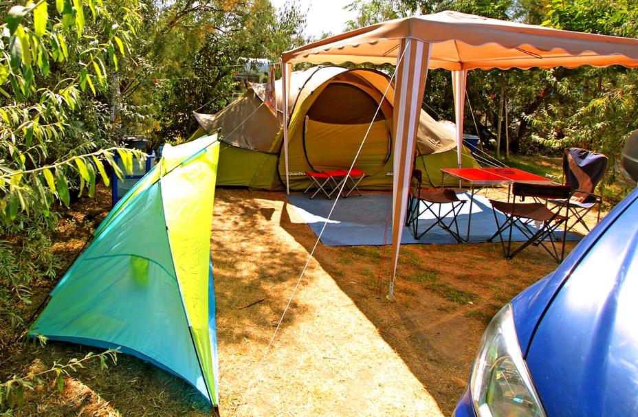 Camping Soleil d'Oc - Locatif Forfait Confort (1 tente, caravane ou camping-car / 1 voiture / électricité 6A)